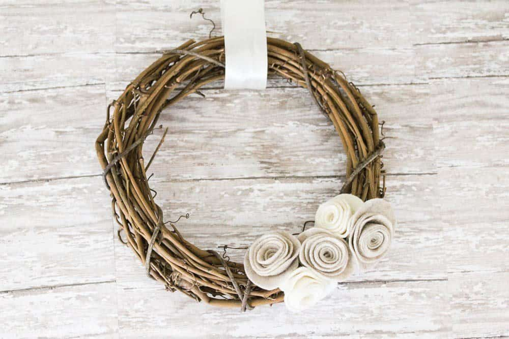 12 DIY Wreaths for Fall. Create your own diy fall wreath for your home with 12 great examples and tutorials!