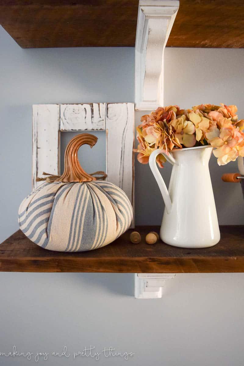 Traditional Fall Home Tour. Tons of inspiration for fall decor ideas and farmhouse fall decor.