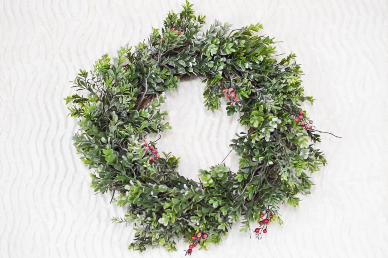 faux-boxwood-christmas-wreath-finish-center-1170x778