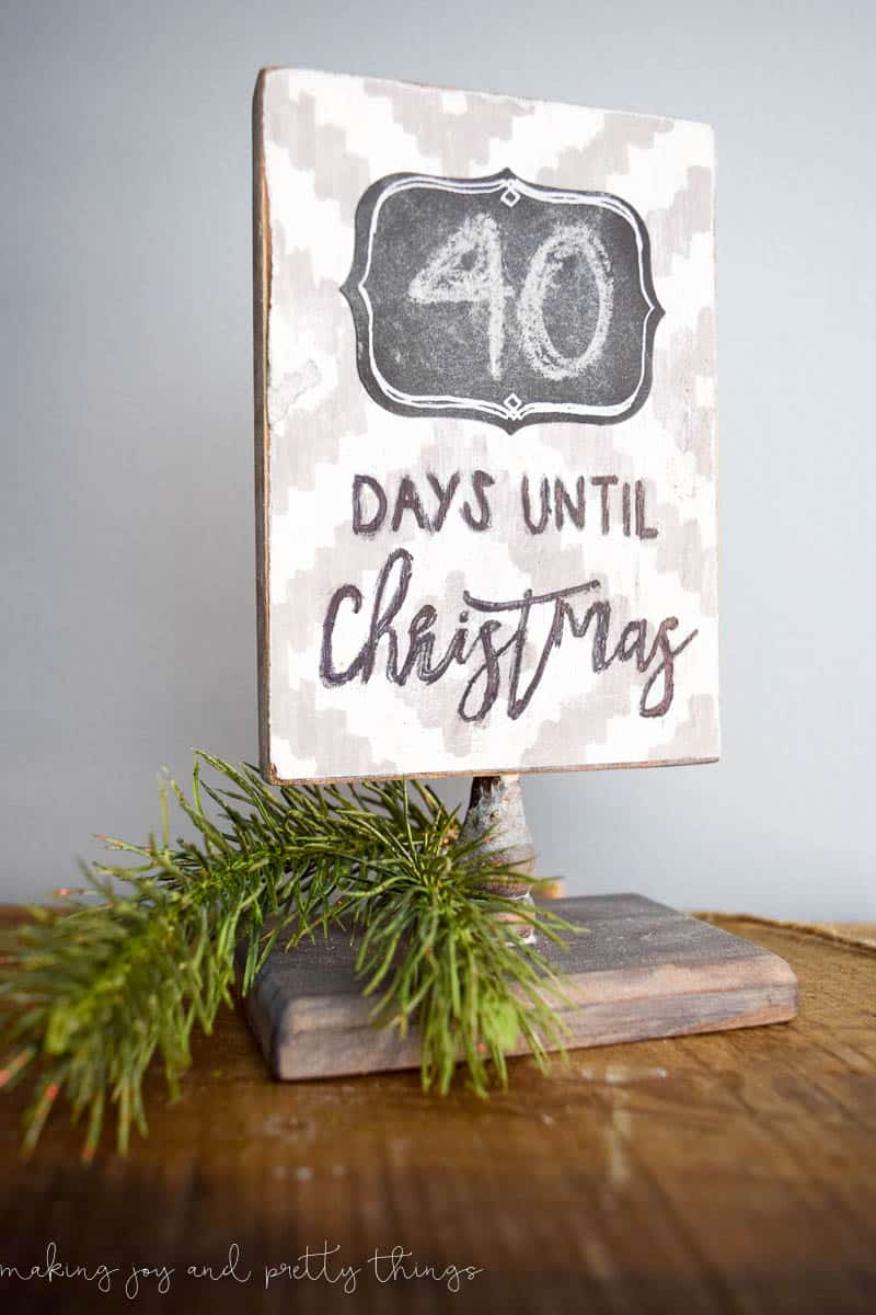 Get into the holiday spirit by making a fun and easy farmhouse rustic DIY Christmas countdown sign!
