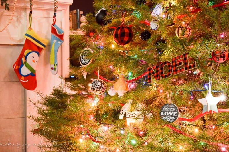 Family Christmas   Tree Decorating Ideas   Traditional Christmas Tree Decorations   Christmas Tree Decorations  