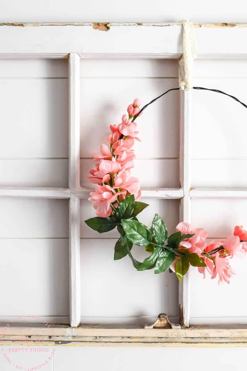 DIY wreath | farmhouse wreath | farmhouse wreath DIY | simple wreath DIY | floral wreath | spring wreath | summer wreath | farmhouse style DIY | DIY crafts | DIY wreath ideas | DIY farmhouse wreath | simple floral farmhouse wreath