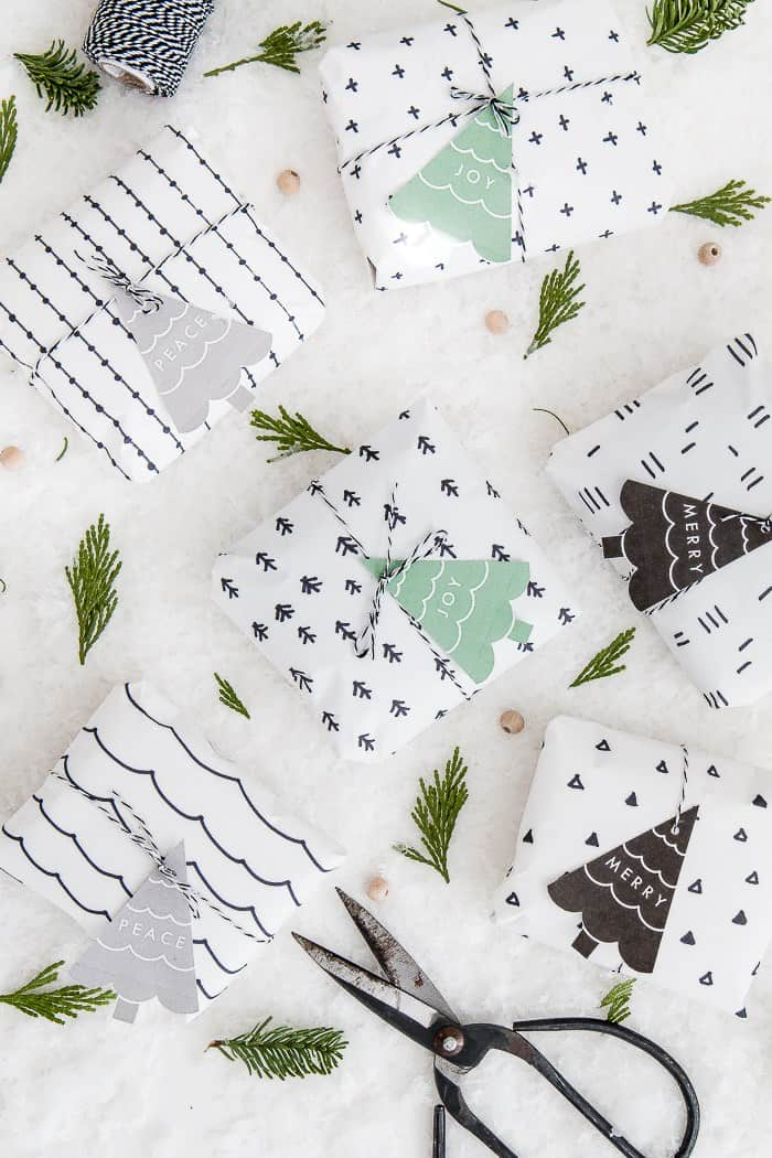 Believe it or not, Christmas is just around the corner. Today I rounded up over 15 of my favorite free printable Christmas gift tags that add the perfect pretty finishing touch to your presents!