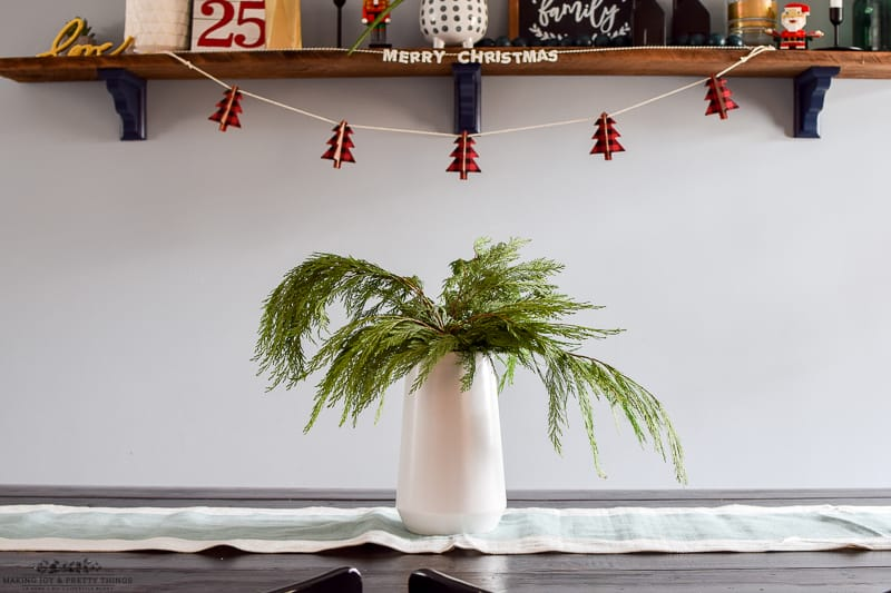 #christmas #diningroom #homedecor #christmasdecorations | christmas decorations | christmas in the dining room | decorate for christmas | dining room decor | dining room table | diy christmas decorations | decorating ideas | decorating for christmas