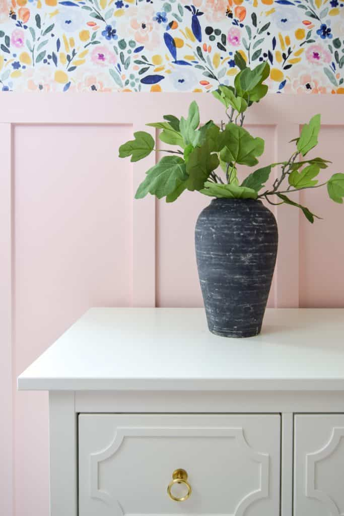 One of my favorite design trends is vintage pottery. I transformed a thrift store vase into a vintage looking vase! Get the vintage pottery look for less with a thrift store upcycle. Make this DIY Vintage Vase as a budget friendly craft and DIY vase idea.